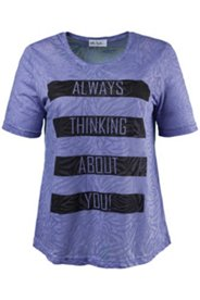 Shirt mit Batikmuster, Schriftzug und Ziersteinen