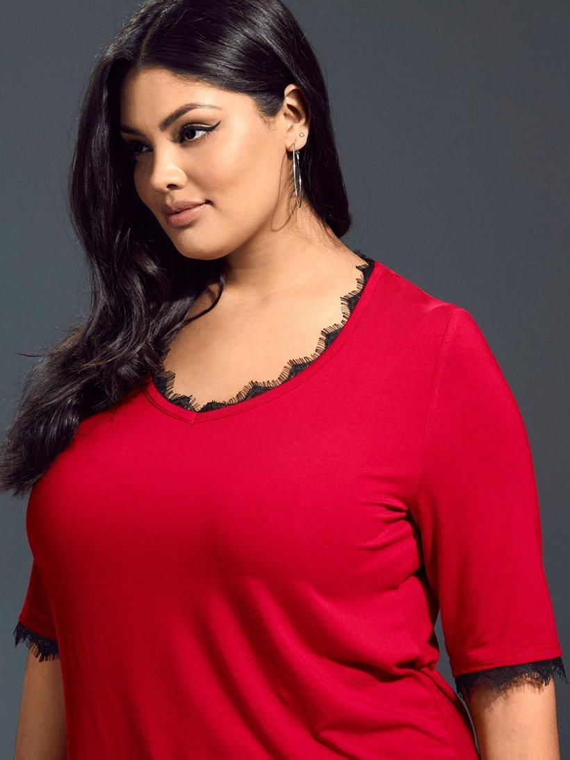 Ulla Popken Shirt mit femininen Spitzeneinsätzen, V-Ausschnitt - Große Größen